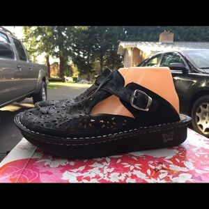 Alegria Breezy Dusty Black Clog Mules Sandals